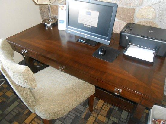 AmericInn Lodge & Suites Little Falls: Computer area