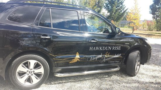 Hawkdun Rise Vineyard & Accommodation: Transfer car