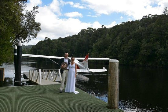 Tasmanian Air Adventures Day Tours: Wedding Photos on the Gordon River