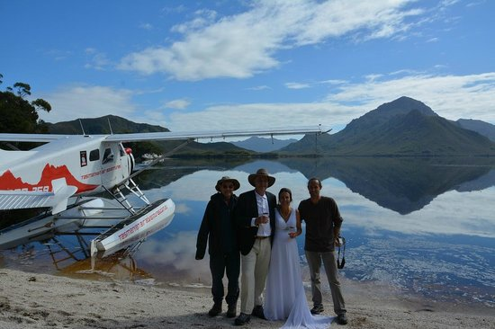 Tasmanian Air Adventures Day Tours: Friends toghether