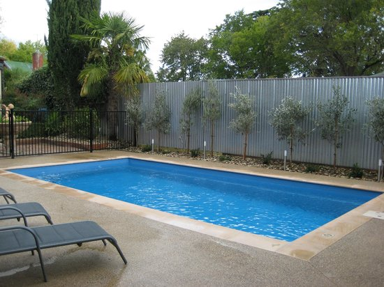 Finches of Beechworth: Guest mineral solar heated pool