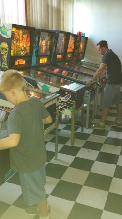 GameRoom Essentials: Playing some Pinball