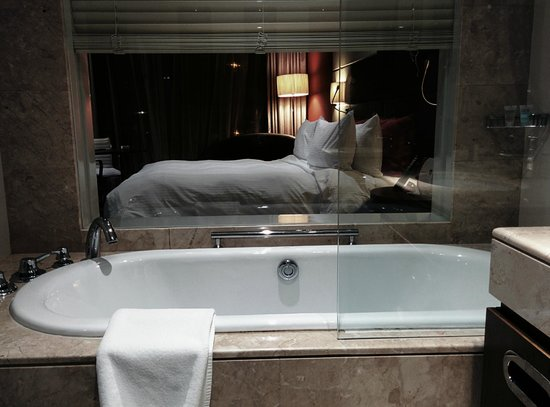 Crowne Plaza Doha - The Business Park : Room View from The Bathroom