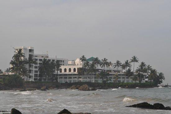 Mount Lavinia Beach: View of Mt Lavinia Hotel