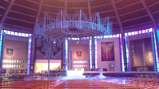 Metropolitan Cathedral of Christ the King Liverpool: Внутри собора