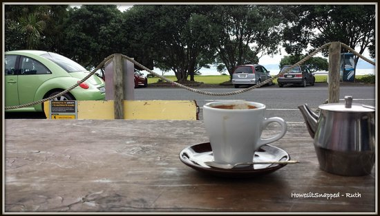 Waiomu Beach Cafe: coffee with a view