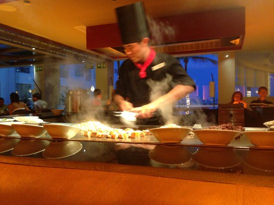 Playacar Palace: Great Asian restaurant.  He cooks the food right in front of you.