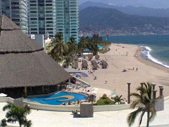 Krystal Puerto Vallarta: Playa espectacular. ¡Muy grande!