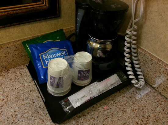 Sleep Inn & Suites : Coffee area