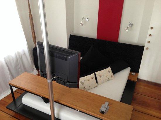 Zauberlehrling : Bett mit störendem Brett am Fußende (Zimmer Leela)