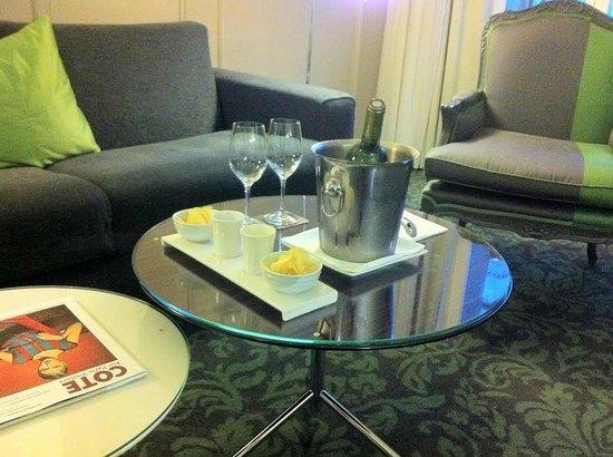 Renaissance Paris Le Parc Trocadero Hotel: Renaissance Paris Trocadero daily goodies courtesy of management