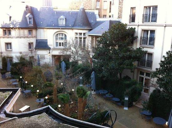 Renaissance Paris Le Parc Trocadero Hotel: Renaissance Paris Trocadero couryard