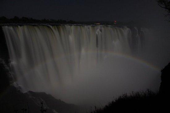 Mosi-oa-Tunya / Victoria Falls National Park: lunar rainbow -  0200hrs May 2013