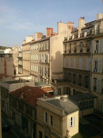 Adonis Marseille Vieux Port : Частичный вид из номера