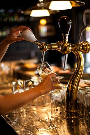 Brasserie-Restaurant Le Baron: Serving our beers professionally