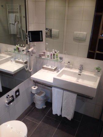 Hotel Cailler: Salle de bain de la 113