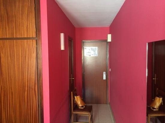 Hotel Les 7 Claus: Entrada a la habitación