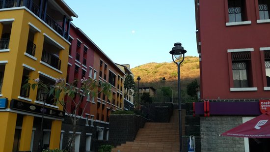 The Waterfront Shaw, Lavasa : Great location