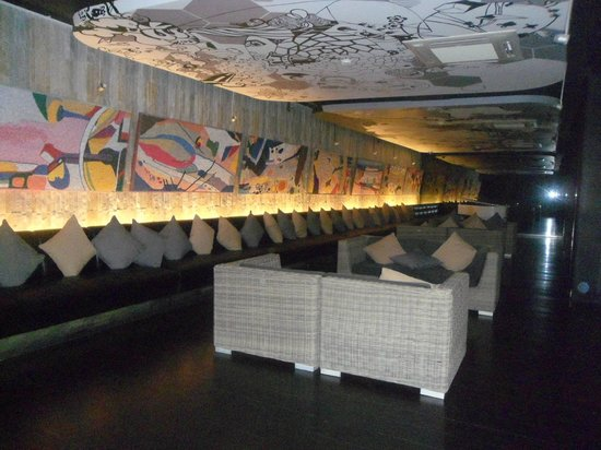 B-Hive Gallery, Bar and Restaurant: Autre salle
