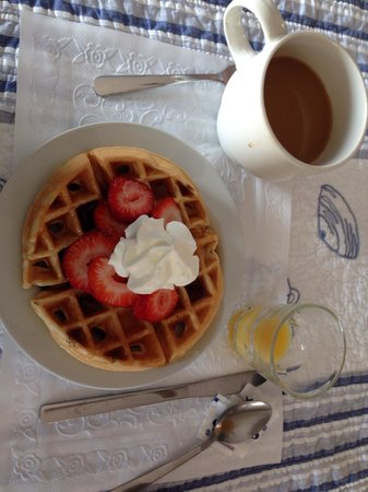 Isabelle's Beach House: Home made waffles