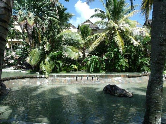 Beachcomber Le Canonnier Hotel: Ein Teil der Teichanlage