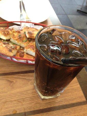 Costa D'oro Italian Restaurant & Pizzeria: drinks and Pizza Garlic Bread (Appetizer)