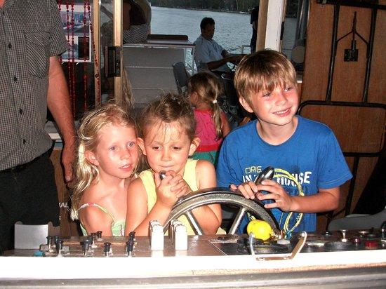 Noosa Queen: kid skippering boat