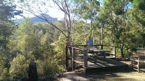 Barney Creek Cottages: Afternoon cold beer under Mount Barney