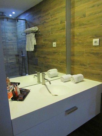 Room Mate Pau: badkamer