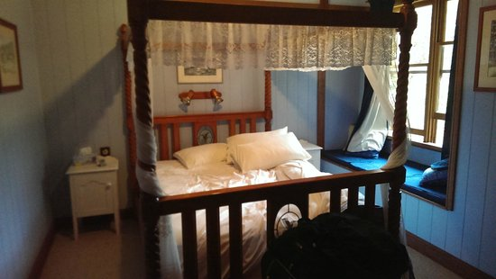 Barney Creek Cottages: Comfortable bed