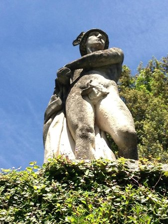 Parco Scherrer: Statua