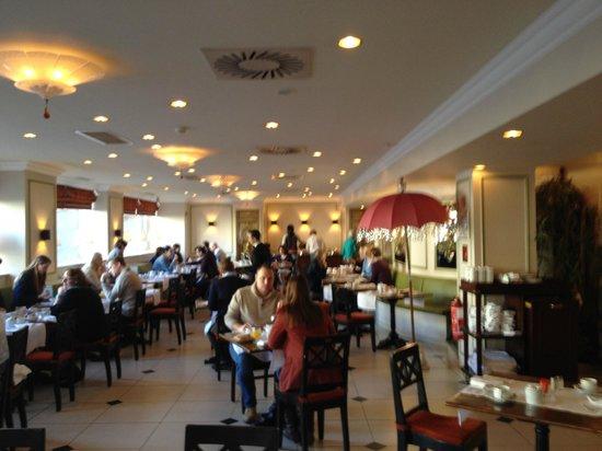 Hotel Metropole: Pleasant breakfast area