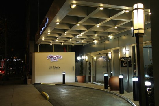 Hampton Inn Manhattan-SoHo: Main Entrance on Watts St.