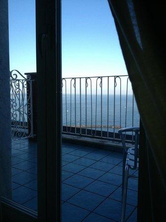 Hotel Cosmomare: Утро, вид с постели