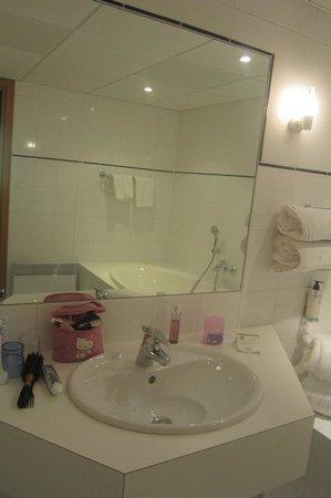 BEST WESTERN Hotel le Schoenenbourg : salle de bain