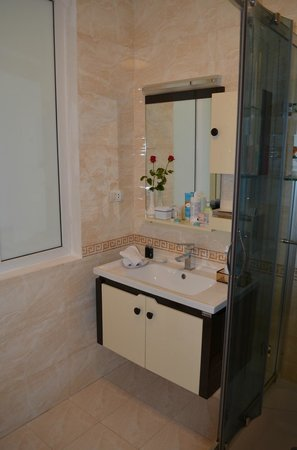 Golden Sun Palace Hotel: Bathroom sink
