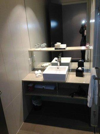 Crowne Plaza Adelaide: Waschtisch