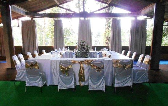 The Aura Shanti Retreat & Villa: Meeting Room