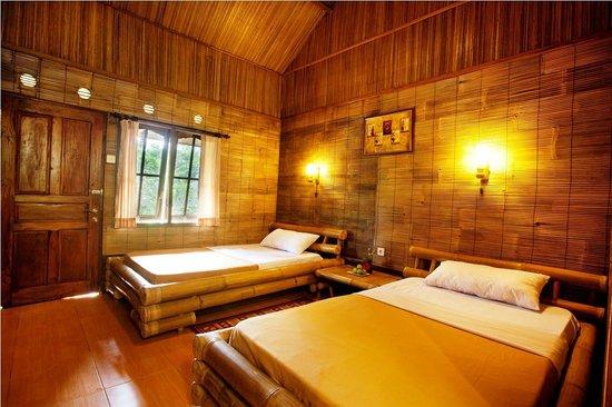 The Aura Shanti Retreat & Villa: Twin Bedroom