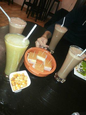 Mas Arepas: Batidos de chocolate y zumo de kiwi