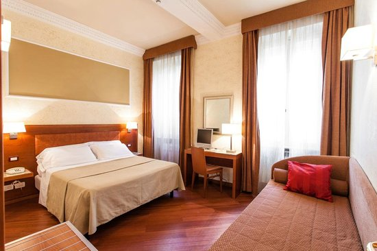 Hotel Madrid : family suites for 4 or 5 people