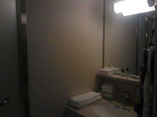 ANA Crowne Plaza Okinawa Harborview: bathroom