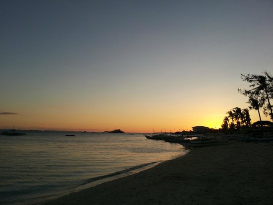 Ocean Vida Beach & Dive Resort: Sunset time