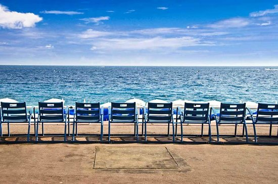 les chaises bleues picture of promenade des anglais nice tripadvisor. Black Bedroom Furniture Sets. Home Design Ideas