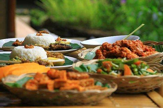 The Aura Shanti Retreat & Villa: Balinese Food