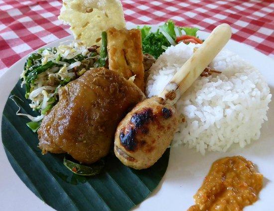 The Aura Shanti Retreat & Villa: Nasi Campur