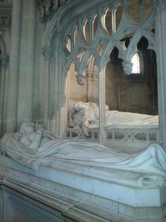 Chapelle Royale St-Louis: sepulture