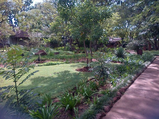 Shangri-La Country Hotel & Spa: Exquisite garden !!