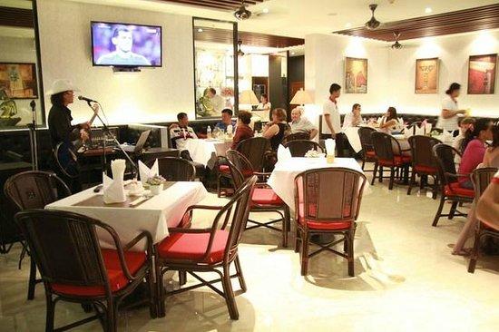 Hemingways Silk Hotel : Restaurant