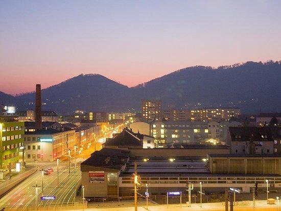 Hotel Daniel Graz : ホテルから見た夕焼けの風景